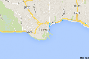 Cascais é uma vila do Distrito de Lisboa com cerca de 36 mil habitantes. Apesar de lhe ter sido sugerida a sua elevação a cidade, a vontade dos seus governantes é manter a sua identidade e preservar o seu caracter turístico.