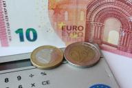 Dinheiro e calculadora de euros