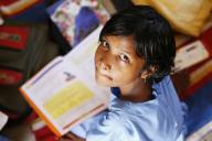 Criança Pobre Estudando
