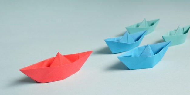 barcos a serem liderados por um vermelho