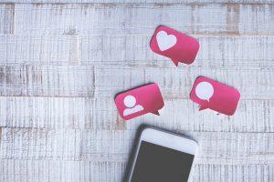 redes sociais e telémovel
